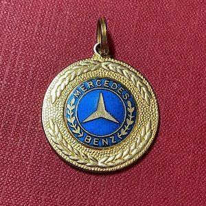 🖤Mercedes Benz vintage Medallion